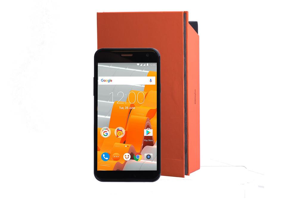 Wileyfox Spark Black 8GB DualSIM LTE + Obudowa